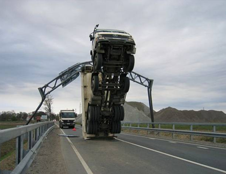 Truck_hits_sign