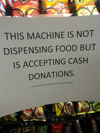 Someone put this funny note on an out-of-order vending machine
